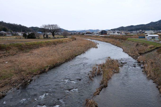 私都川の脇に見える白兎神社 (FUJIFILM X-T1 + XF16mm F1.4R)