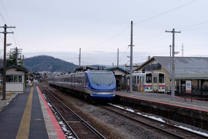 3番線から駅舎方向を眺める (FUJIFILM X-T1 + XF35mm F1.4R)