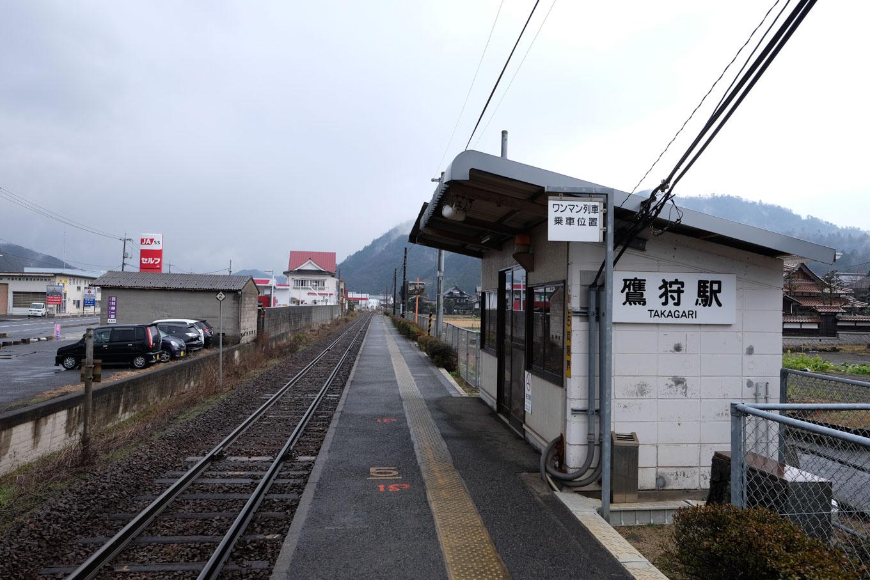鷹狩駅ホーム。