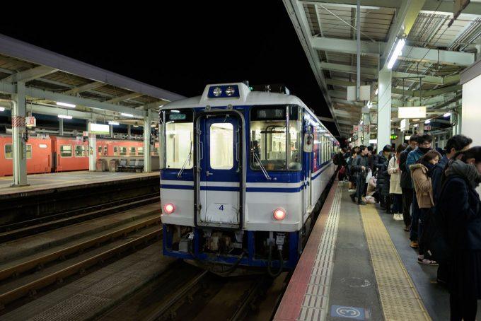 鳥取駅に到着した749D (FUJIFILM X-T1 + XF16mm F1.4R)