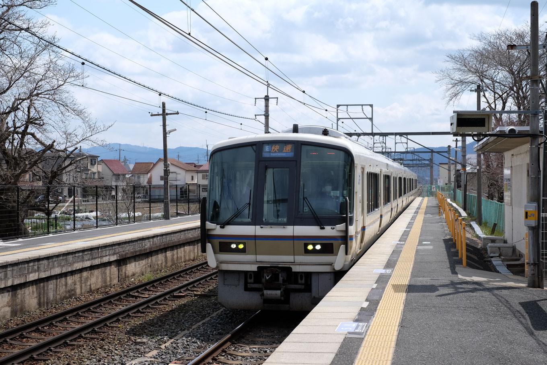 普通列車の園部行き 2209M。