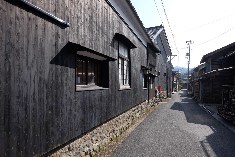 諏訪酒造付近の通り。