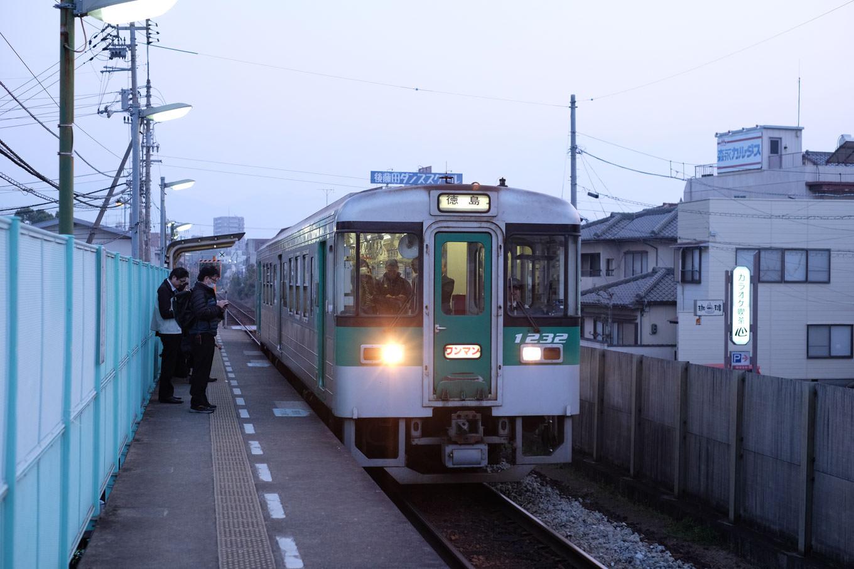 徳島行き4568D。