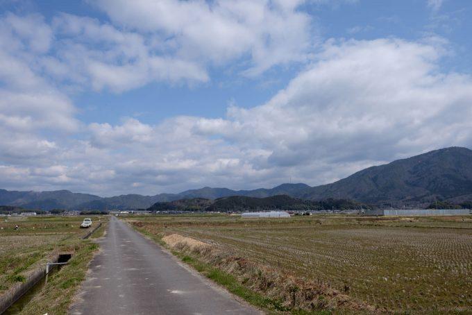 駅対岸には農地が広がる (FUJIFILM X-T1 + XF16mm F1.4R)