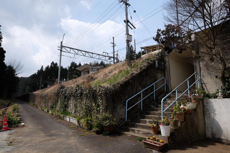 船岡駅の出入口。