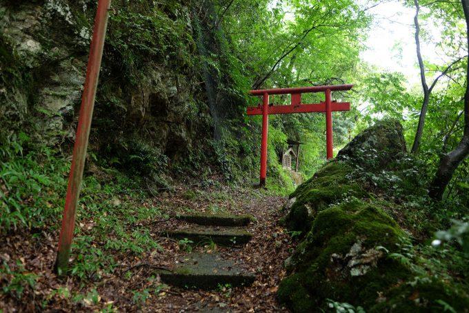 今庄宿の入口にある稲荷神社 (FUJIFILM X-T1 + XF16mm F1.4R)