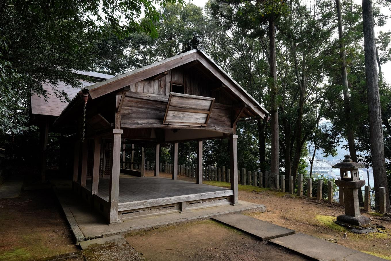 春日神社の社殿。