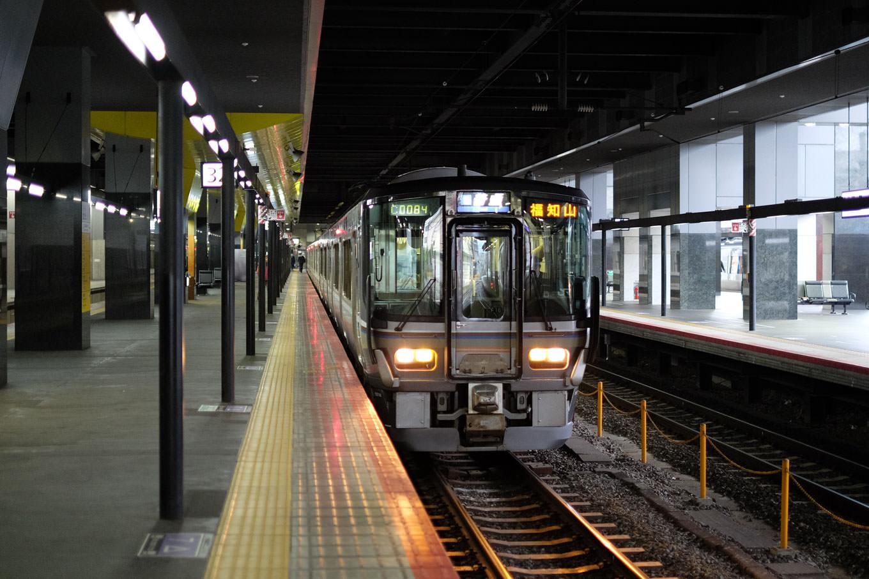 普通列車の福知山行き 225M。