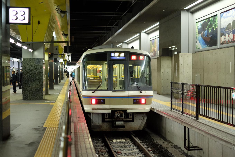 普通列車の園部行き 227M。