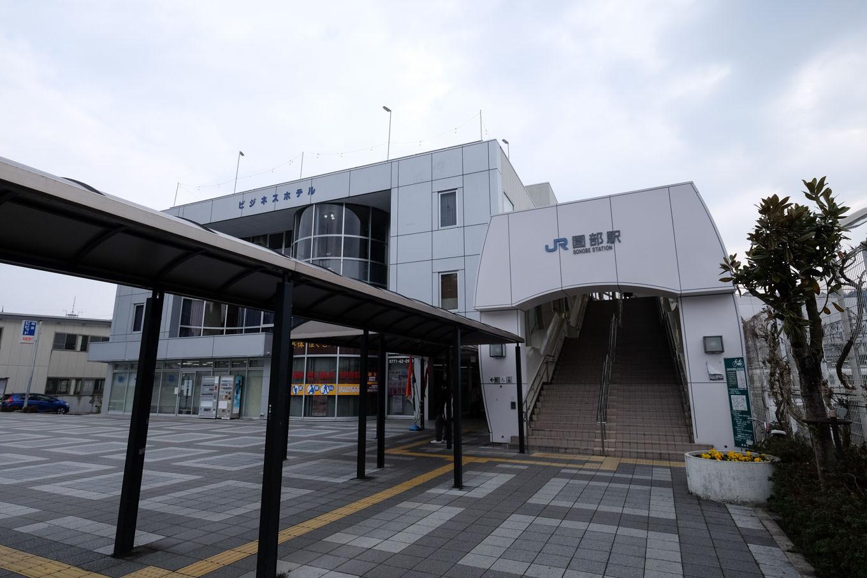 園部駅西口。