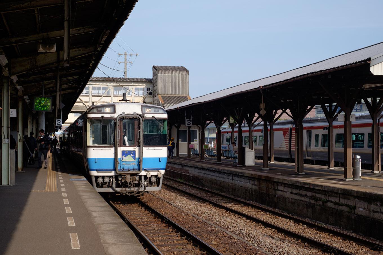 徳島駅構内。