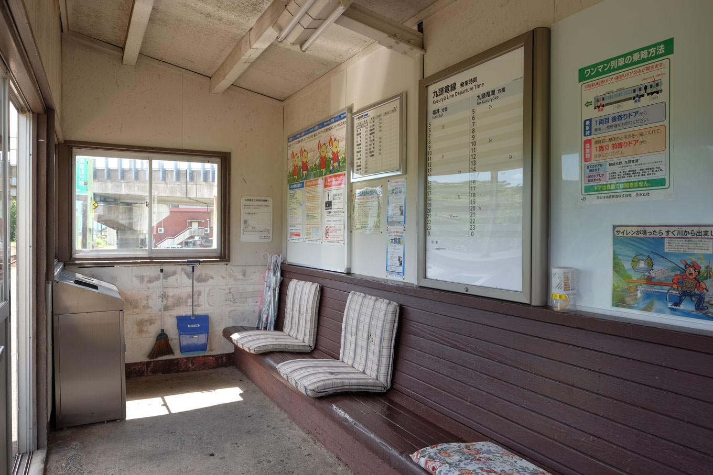 越前富田駅の待合所。