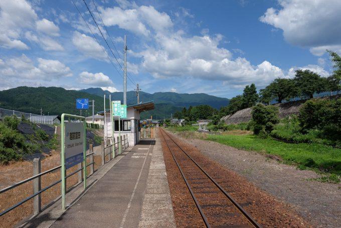 越前富田駅ホーム (FUJIFILM X-T1 + XF16mm F1.4R)
