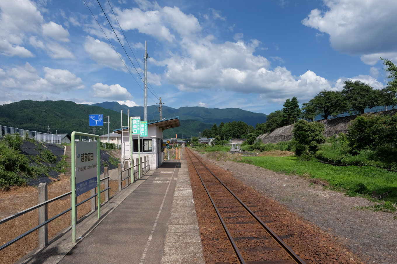 越前田野駅ホーム。