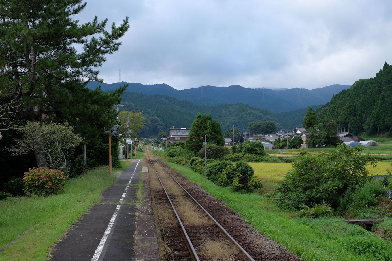 自然豊かな土師駅ホーム。