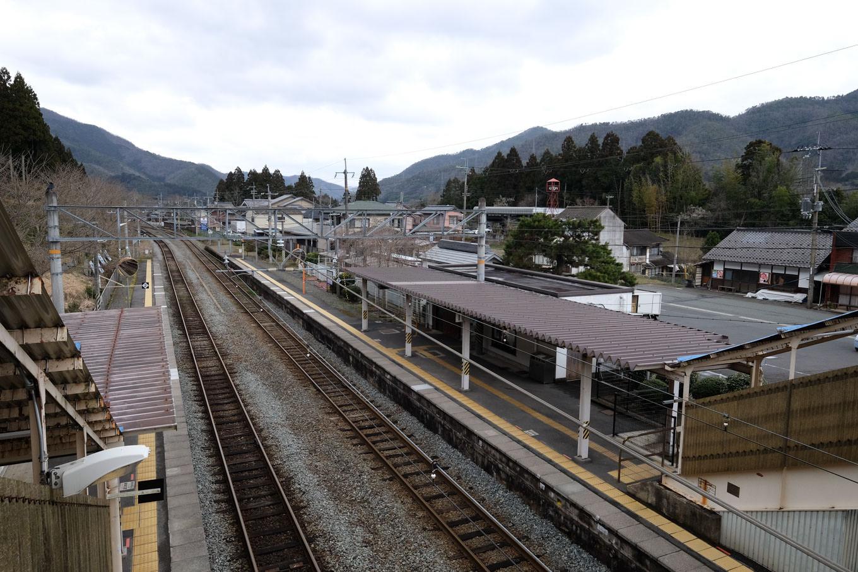 下山駅ホーム。