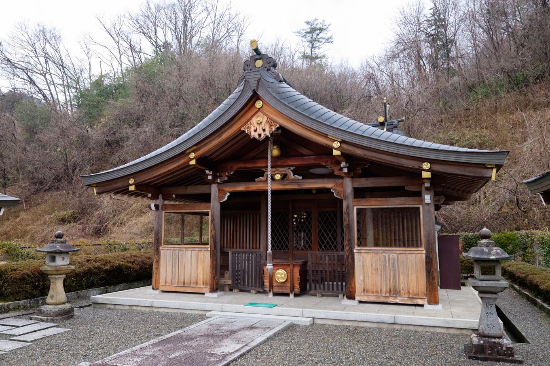 小雨若神社拝殿。