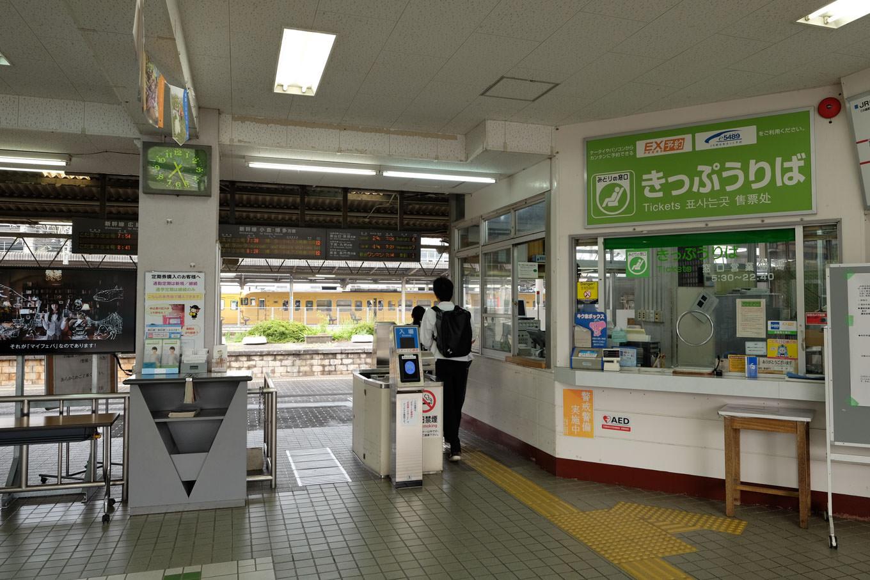 厚狭駅改札口。
