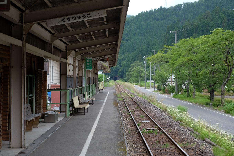 九頭竜湖駅ホーム。