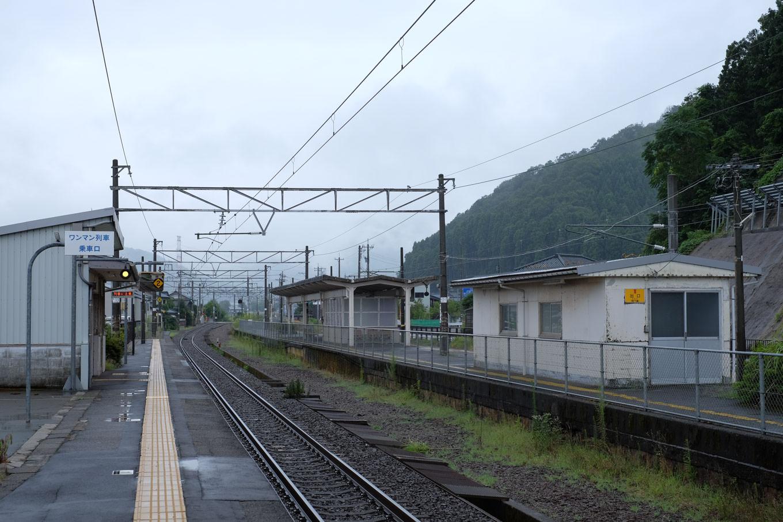 かつて2面3線だった構内は、中央にあった2番線の線路が剥がされ、現在は2面2線となっていた。