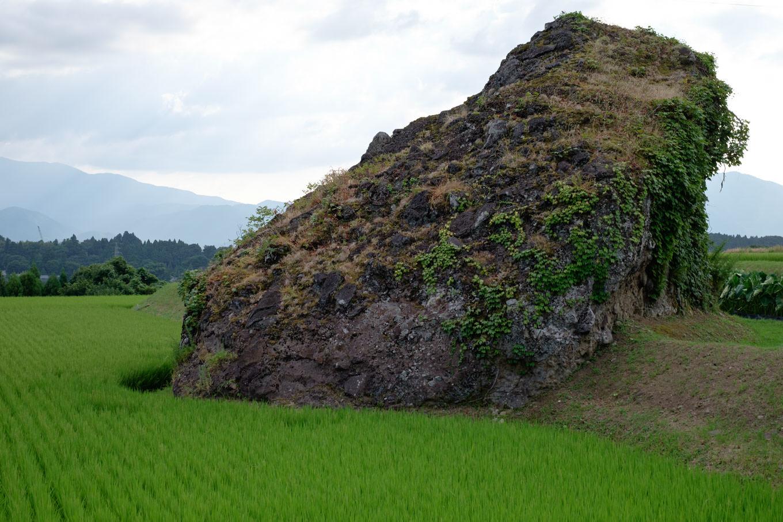 八町の獅子岩。