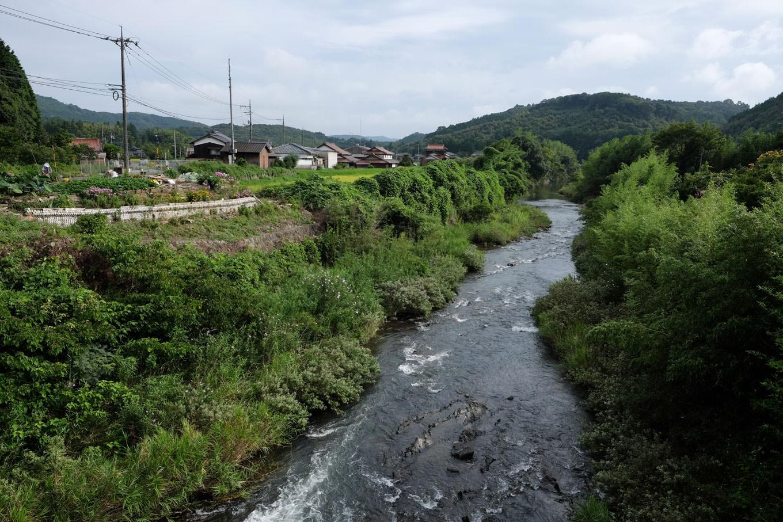 四郎ヶ原を流れる厚狭川。