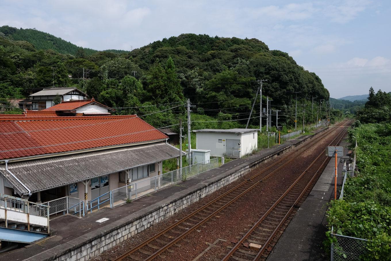 厚狭川沿いに伸びる湯ノ峠駅構内。