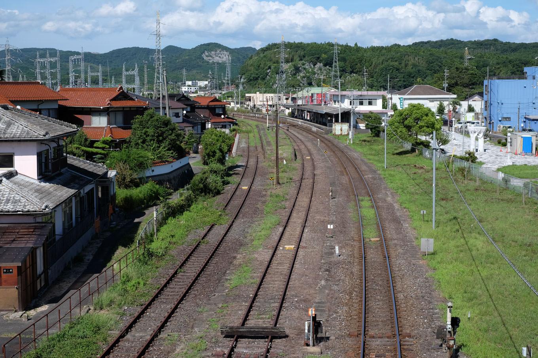 錆びついたレールが並ぶ美祢駅構内。
