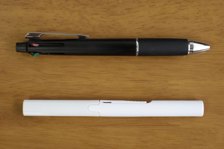 多機能ペンと並べると小ささが分かる