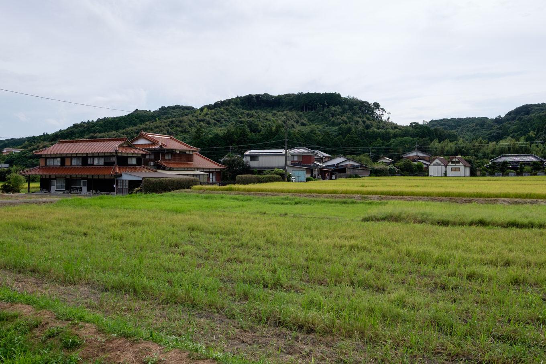 住宅と農地が点在する、のどかな四郎ヶ原駅前。