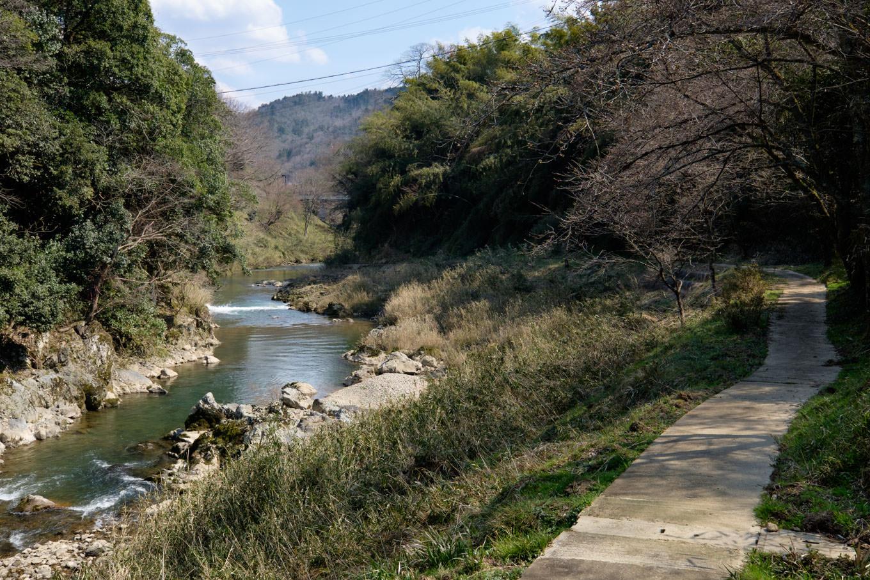 上林川沿いの遊歩道。