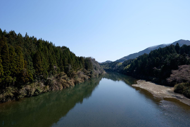 船戸橋から眺める由良川。