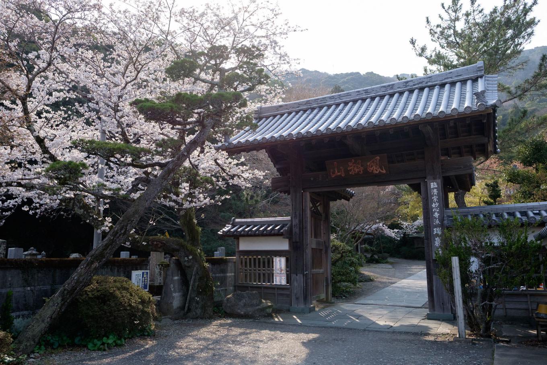 瑞巌寺の山門。