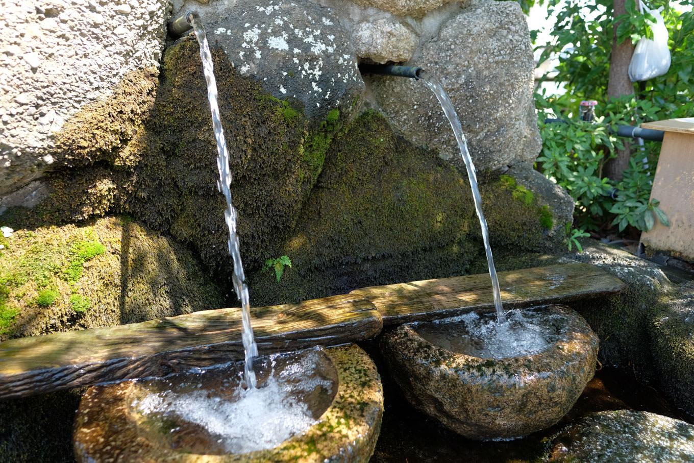 駅前にある湧き水、のぞみの泉。