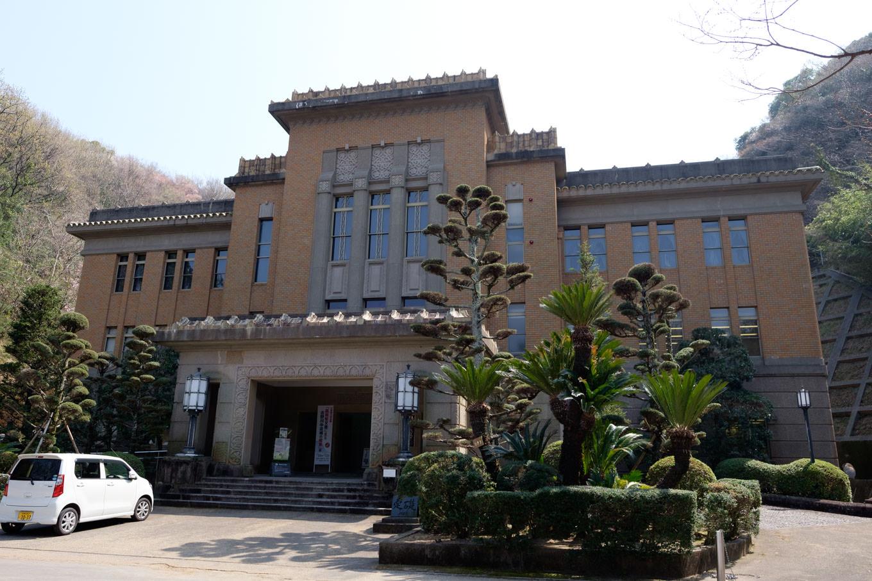かつての徳島県庁舎を移築したという徳島県立文書館。