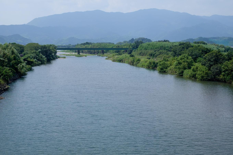勝浦川と牟岐線の鉄橋。