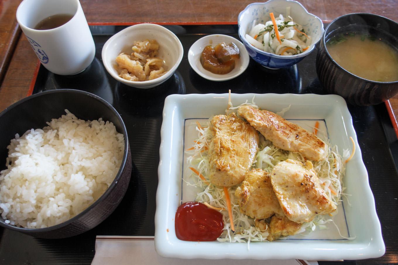 昼食は日替わり定食。