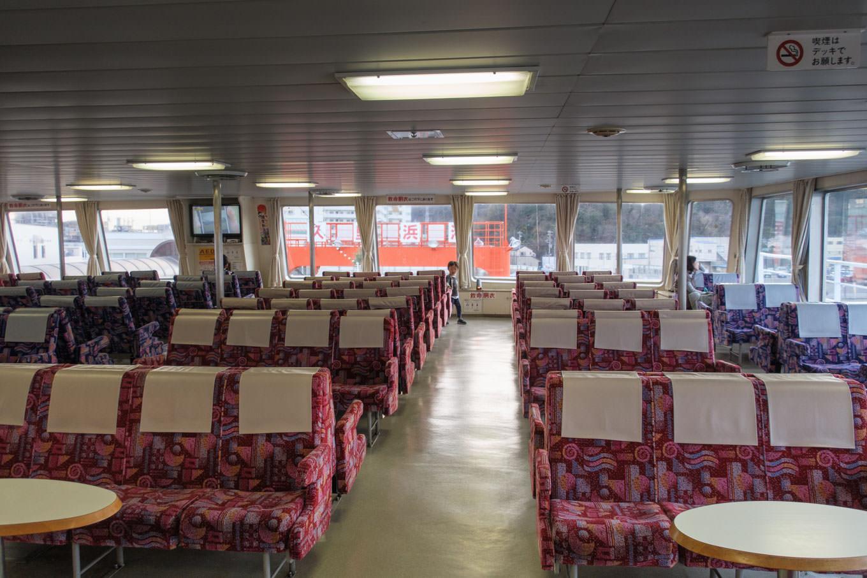 空席の目立つ船内。