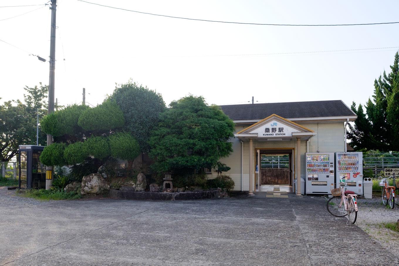 桑野駅舎。