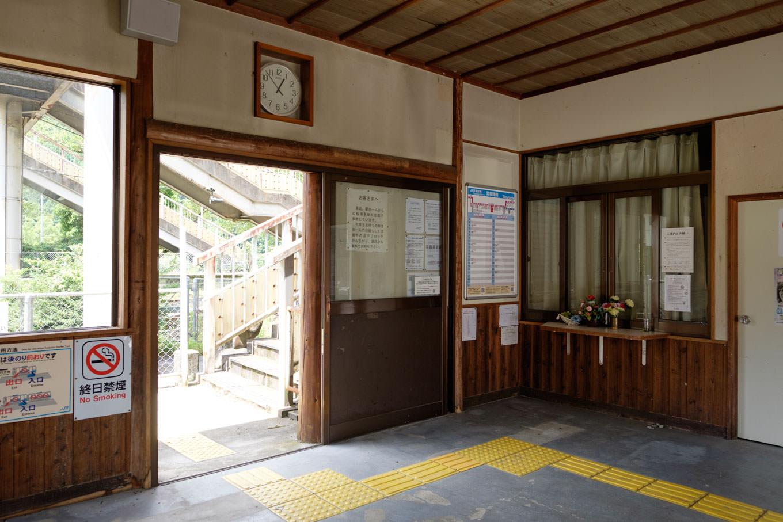 豊永駅待合室。