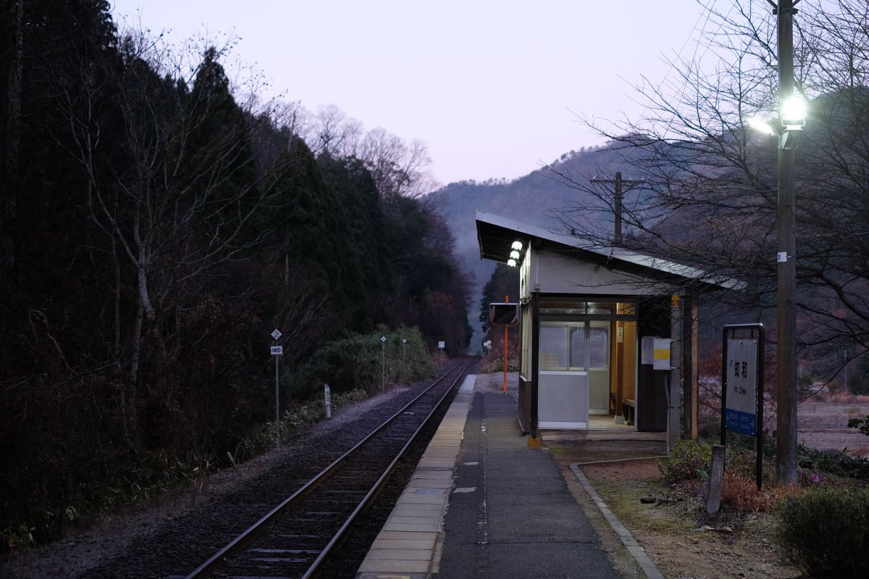 知和駅ホーム。
