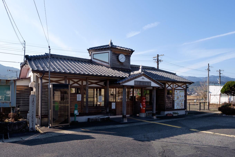 美作加茂駅舎。