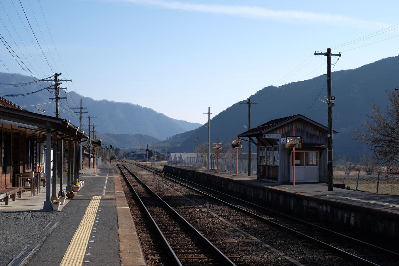 美作加茂駅ホーム。