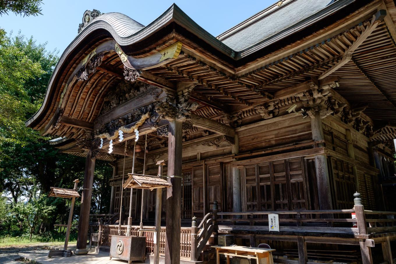 高津八幡宮拝殿。
