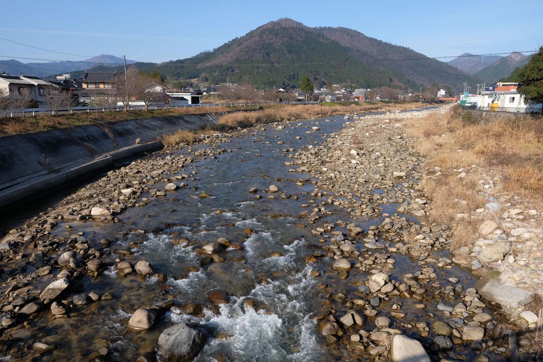 加茂川の流れ。