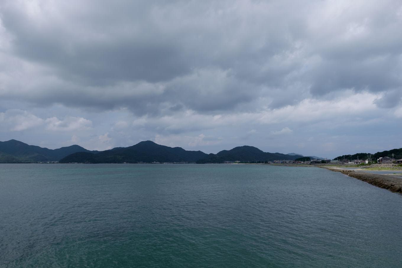 地続きのように見える青海島。