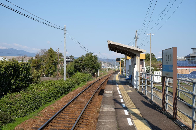 西原駅ホーム。