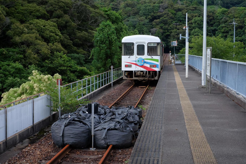 甲浦駅で途絶える線路。