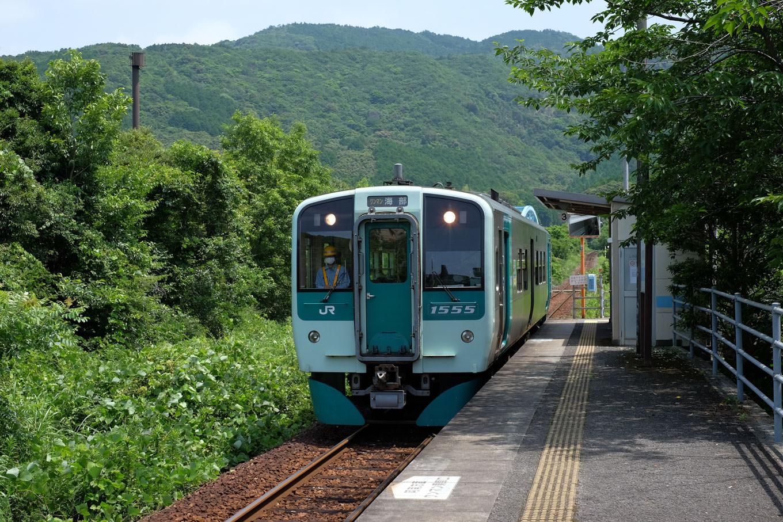 普通列車の海部行き 4533D。