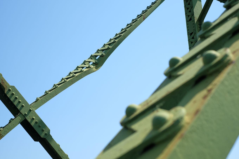 那賀川橋梁に残る傷跡。
